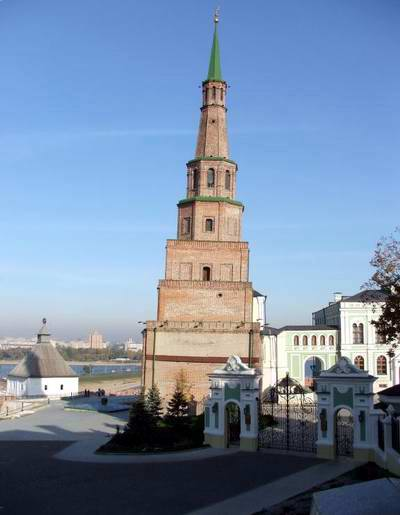 Kazan Kremlin photos - The falling tower 1st photo