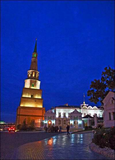 Kazan Kremlin photos - The falling tower 2nd photo