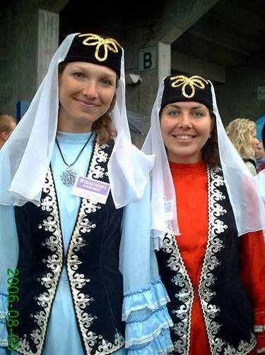 People of Tatarstan wearing national costumes 2nd photo